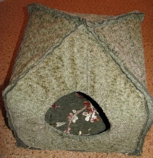 Примеряем каркас к днищу домика для кошки