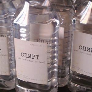 Бутылки со спиртом вблизи