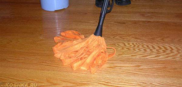 Мытьё пола средством с хлоркой