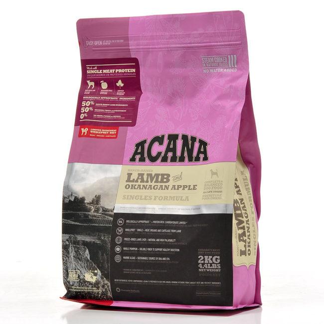 Розовый пакет корма Акана для котов