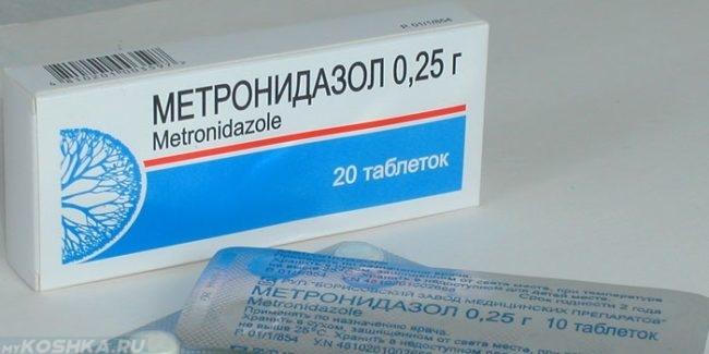 Метронидазол в таблетках в синей с белым упаковке