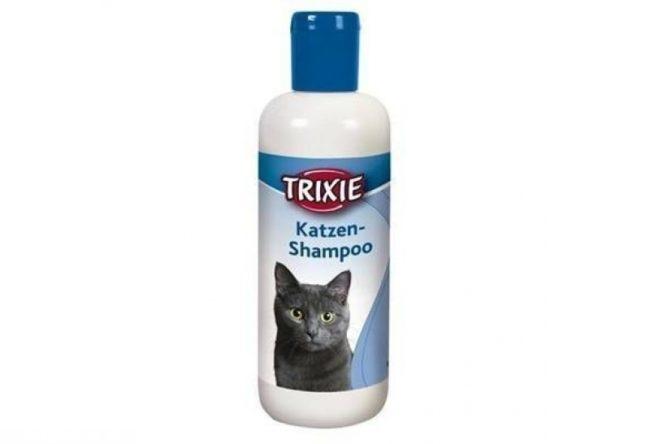 Шампунь для кошек в белой с синем упаковке