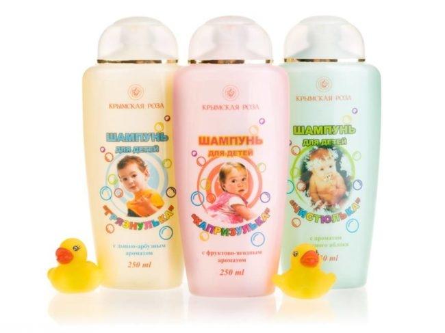 Шампуни для детей в разноцветных упаковках
