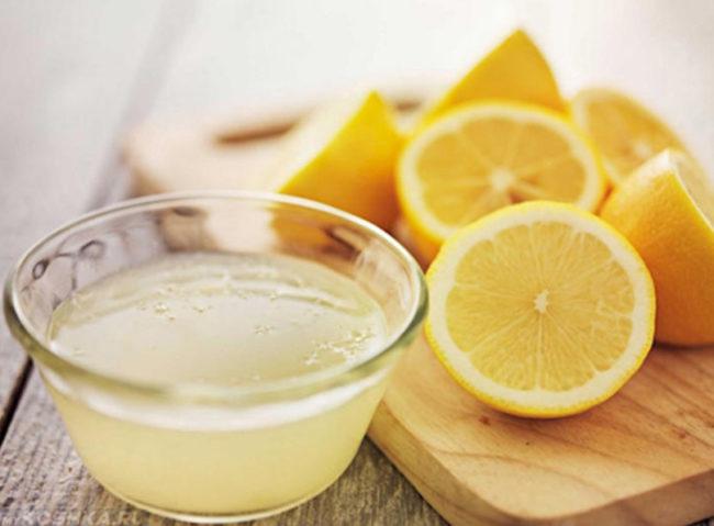 Лимонный сок и жёлтые лимоны