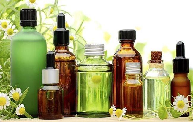 Эфирные масла в прозрачных баночках