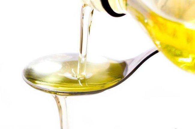 Вазелиновое масло в ложке