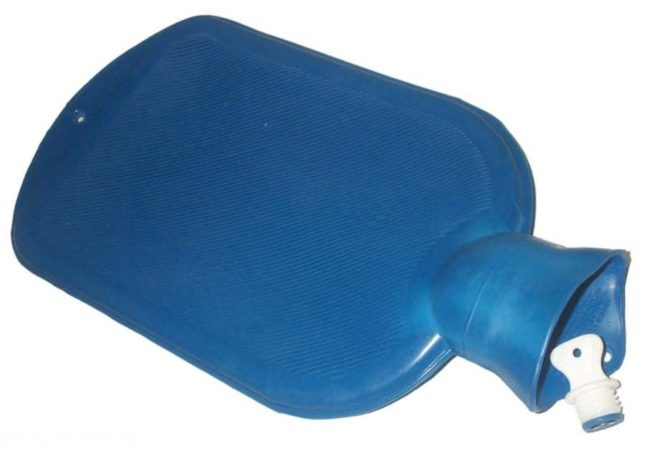 Синяя грелка на белом фоне