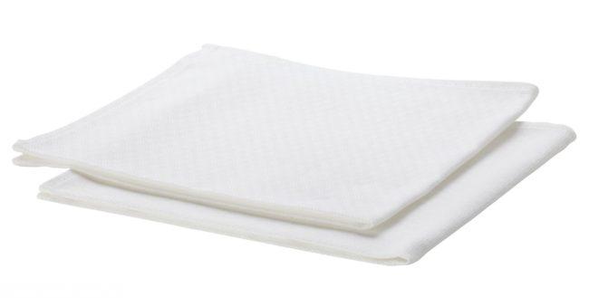 Белые салфетки на белом фоне