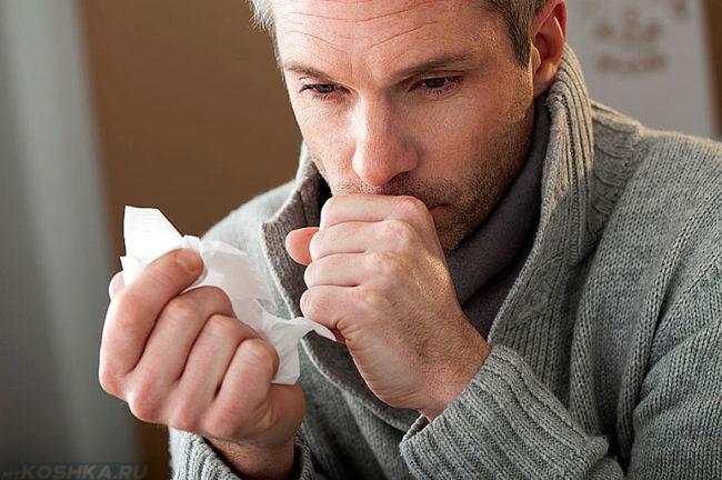 Мужчина со слабым иммунитетом