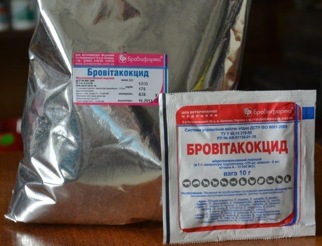 Пакеты с препаратом Бровитакокцид для лечения больных кроликов